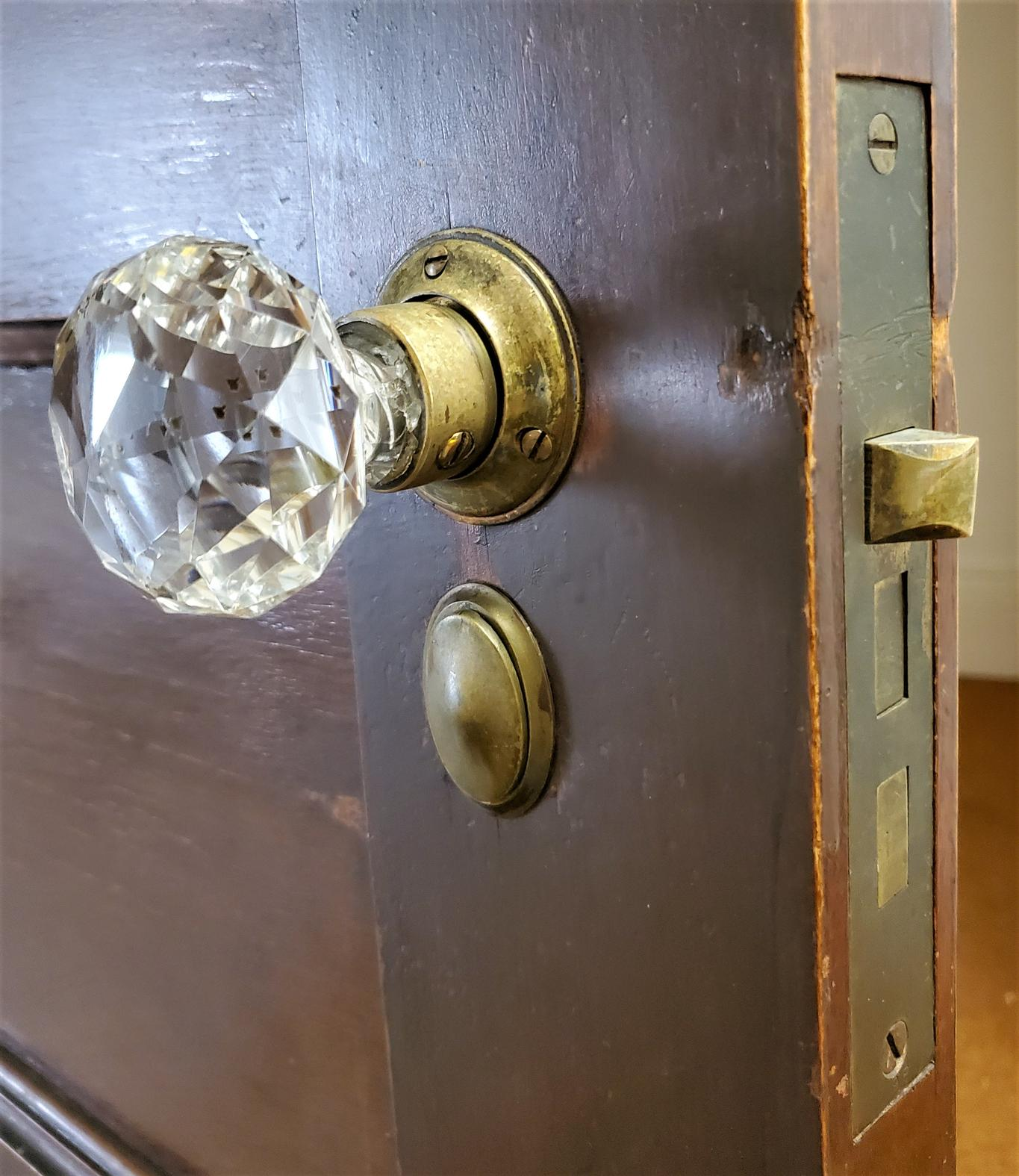 Russell & Erwin Glass Doorknob Set-s with thumblatch - keyhole cover