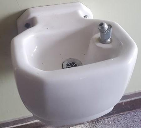 Porcelain drinking water fountain bubbler