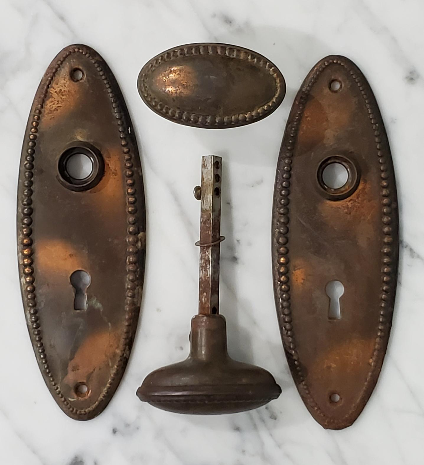 Oval and Bead Door Knob and Faceplate Hardware Set -009